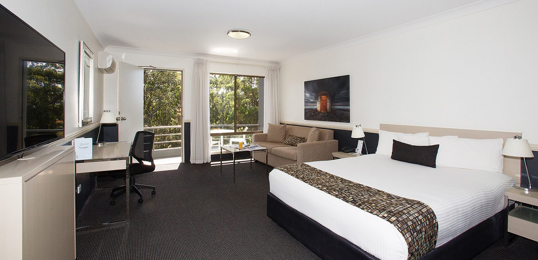 newcastle-accommodation-apollo-international-deluxe-bedroom | Apollo International