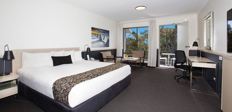 newcastle-accommodation-apollo-international-king-spa-suite   Apollo International