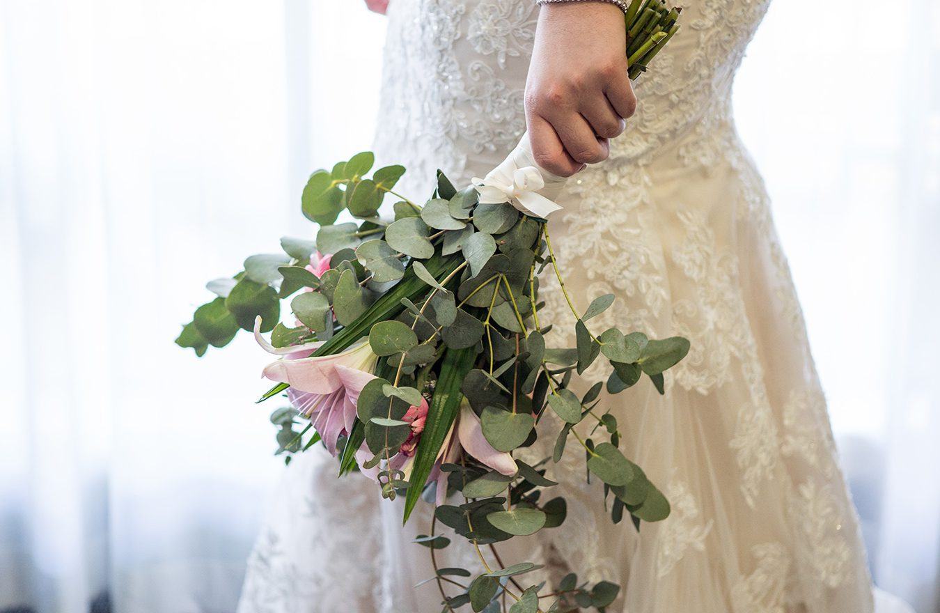 https://www.apollohotelnewcastle.com.au/wp-content/uploads/2020/05/newcastle-weddings-apollo-international-bride-flowers-1350x880.jpg